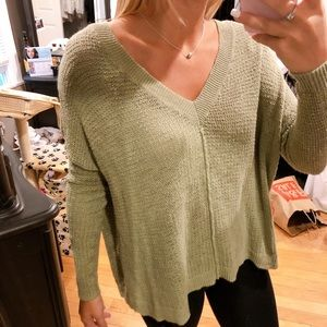 AERIE GREEN Sweater! 3 Quarter Sleeves!